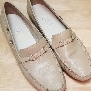 TALBOTS | LIGHT TAN LOAFERS, SIZE 9 1/2 AA